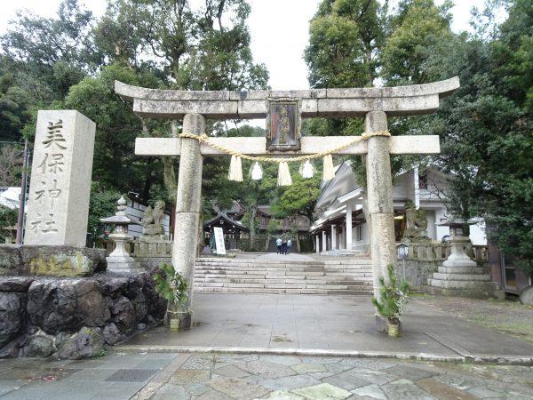 島根・美保神社のパワースポットまとめ。縁結びのご利益、幸運の亀にお願いを。